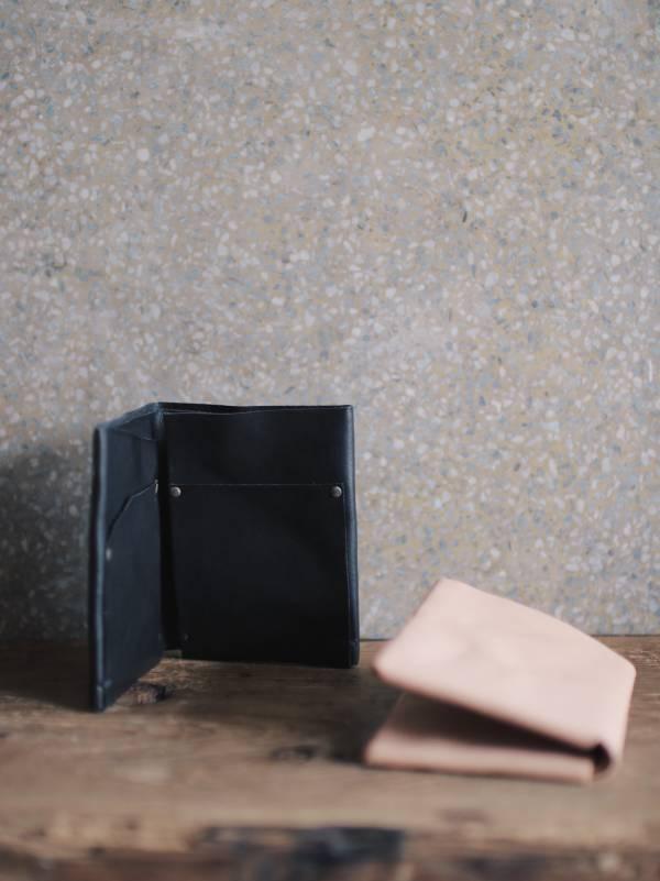 森林燦燦_植鞣皮革系列  黃銅內釘短夾  原色/黑色