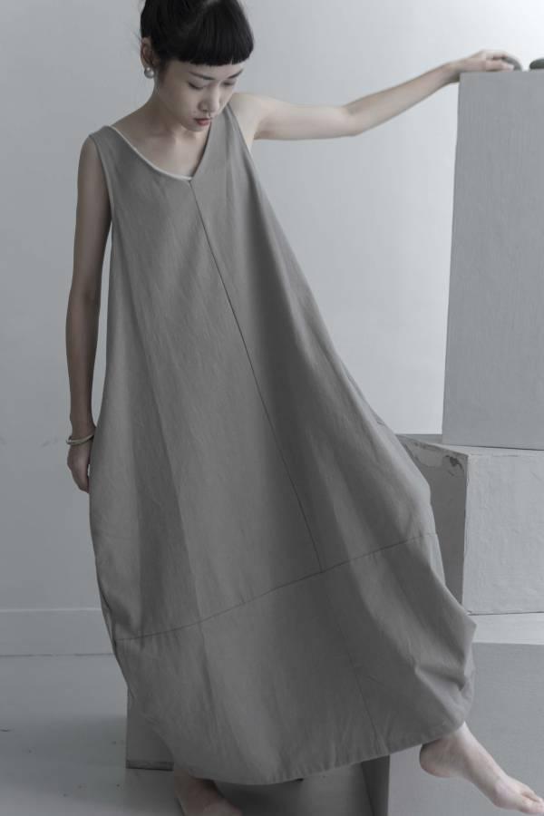 川衣 WEAR BEING|繭型V領背心長洋裝 (二色)