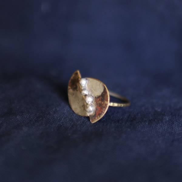 MUCAO | 蝕 solar eclipse系列:半圓切面墜銀細黃銅戒指