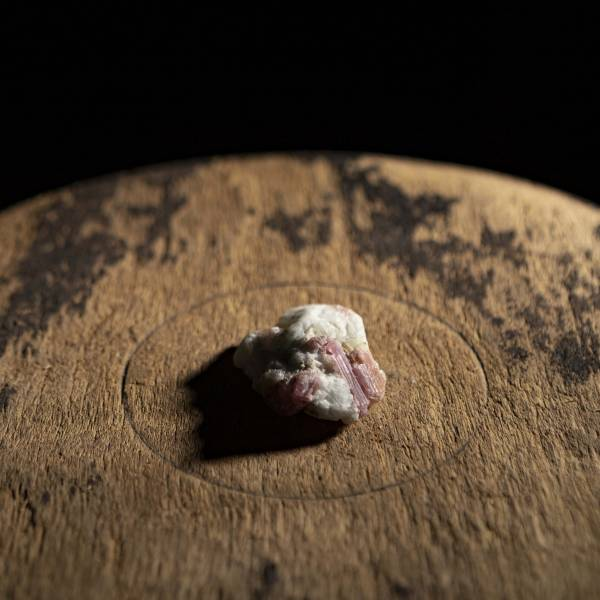 【獻 offering】礦石線香座 碧璽/丹泉藍岩石