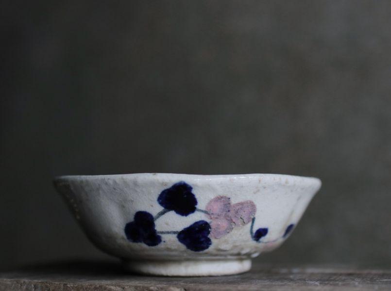 早期手繪藍紫花卉多邊型大碗