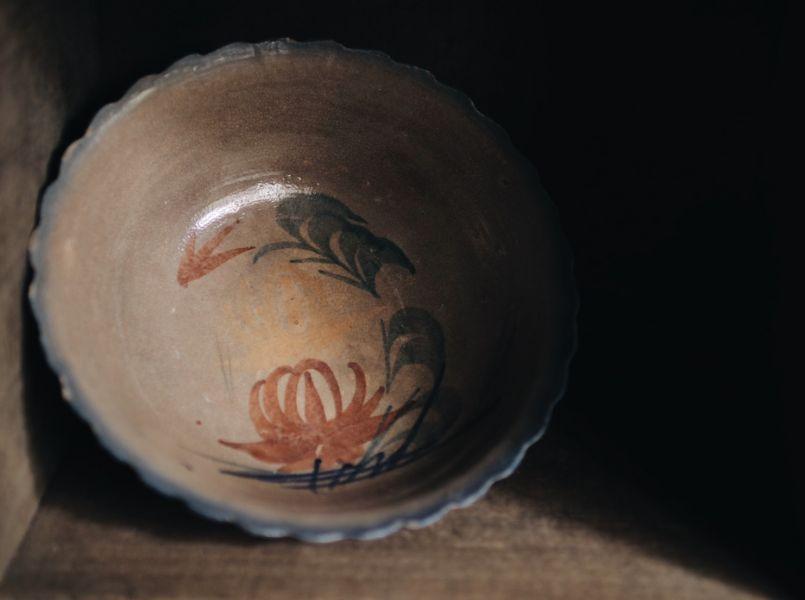 早期手繪花卉藍色浪邊大碗C