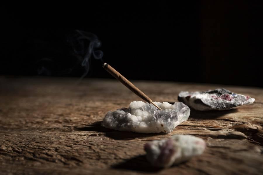 【獻 offering】礦石線香座|螢石x金字塔方解石