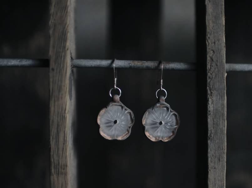 真真鑲嵌玻璃研究所 | 梅花型古玻璃耳環 一對