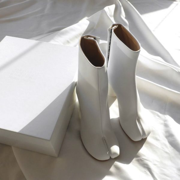 Maison Margiela 女款 Tabi 小牛皮羊趾7.5CM 高跟短靴  白色    IT 35/36/37/38/39/40 Bottega Veneta