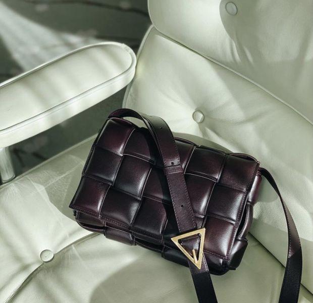 Bottega Veneta Padded Cassette 寬編織小羊皮包   深葡萄紫色