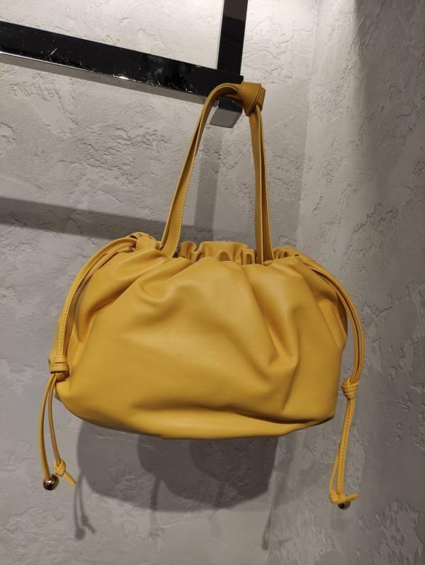 Bottega Veneta 中款 Bulb Nappa 包 暖陽黃色