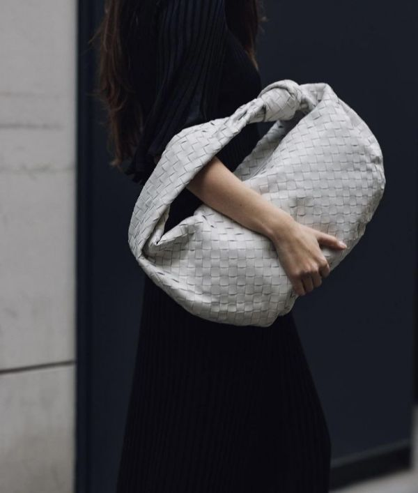 Bottega Veneta 中款 BV Jodie小羊皮編織包 白色