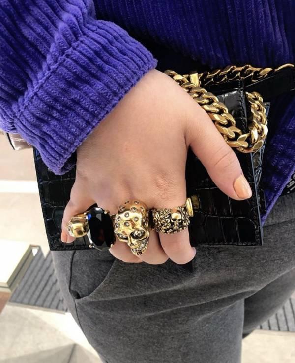 Alexander McQueen 鱷魚紋小牛皮金色珠寶戒指小款兩用包 黑色