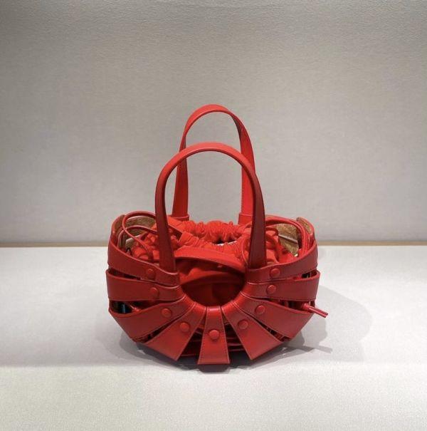 Bottega Veneta 651819  小牛皮 小款Shell 鏤空2用肩背包  紅色