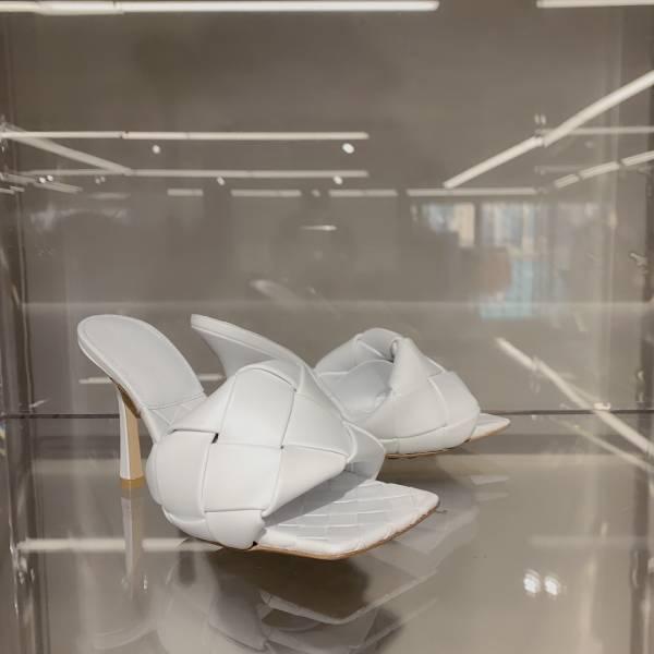 Bottega Veneta BV Lido 柔軟小牛皮粗編織高跟涼拖鞋    白色