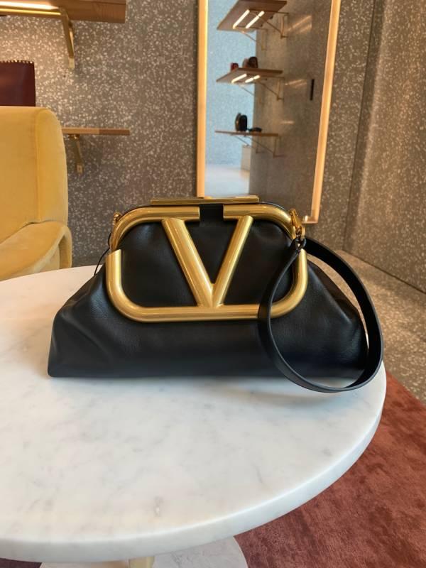 Valentino Garavani 大款 Supervee 小牛皮肩背包祖母包黑色