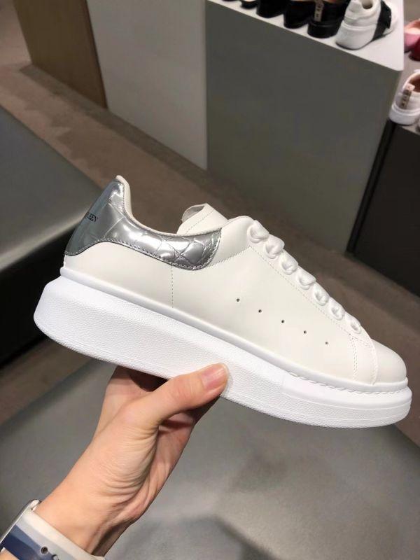 Alexander McQueen 女款經典 Oversize 厚底小白鞋  銀色鱷魚尾  IT 37