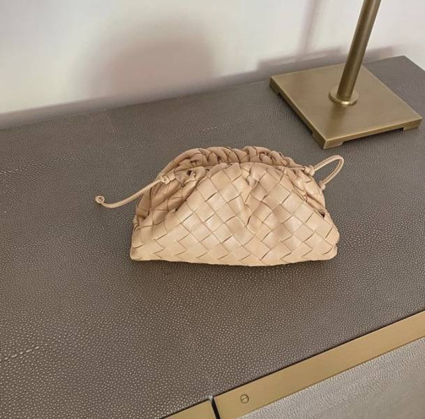 Bottega Veneta 585852 小款編織款雲朵包 杏仁色