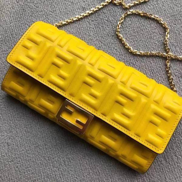 Fendi FF 立體浮雕Logo Baguette 小羊皮長夾錢包 WOC 黃色
