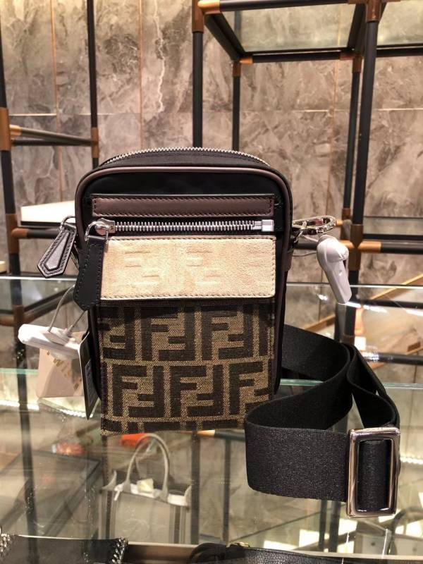 Fendi 7VA488 可拆卸前袋組合式 FF 緹花直立式信差包