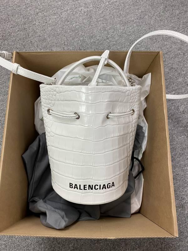Balenciaga Everyday 鱷魚紋水桶包2用包 白色