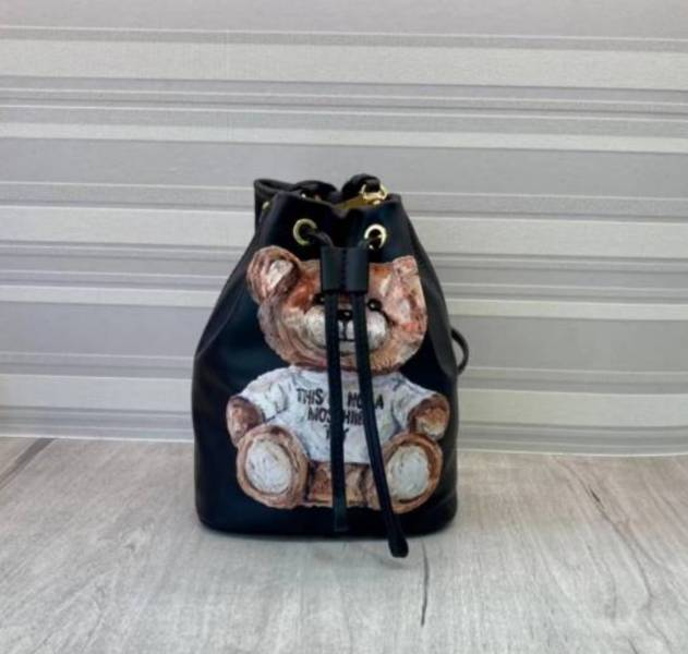 Moschino 彩繪泰迪熊小牛皮水桶包 黑色 /可斜背