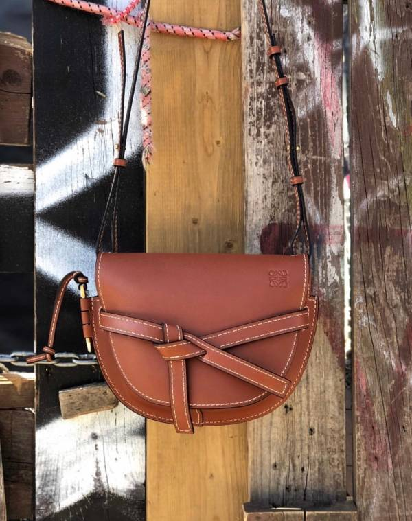 Loewe 馬鞍型小款 Gate 柔滑自然皮革緞帶斜背包 RUST 深棕色 LOEWE,Hammock