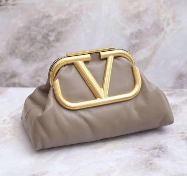 Valentino Garavani 中號 Supervee 小牛皮肩背包祖母包 玫瑰棕粉色