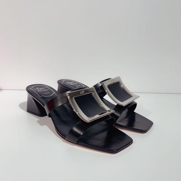 Roger Vivier Bikivi 金屬釦牛皮裸跟鞋 4.5 CM高    黑色    IT35/35.5/36/36.5/37/37.5/38/38.5/39