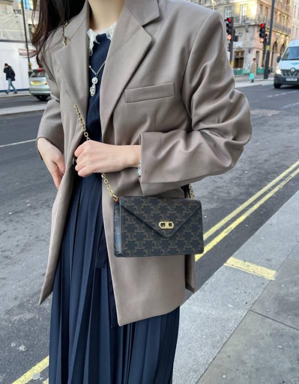 Celine 凱旋門帆布 Maillon Triomphe WOC 肩背包  黃褐色