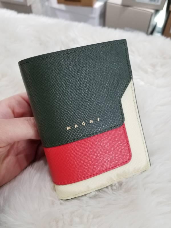 Marni Saffiano耐刮小牛皮對折中短夾  米色/黑色/紅色