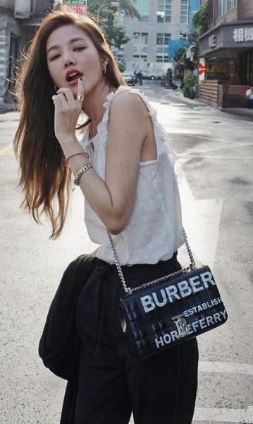 Burberry小型 Horseferry 印花絎縫 Lola 包