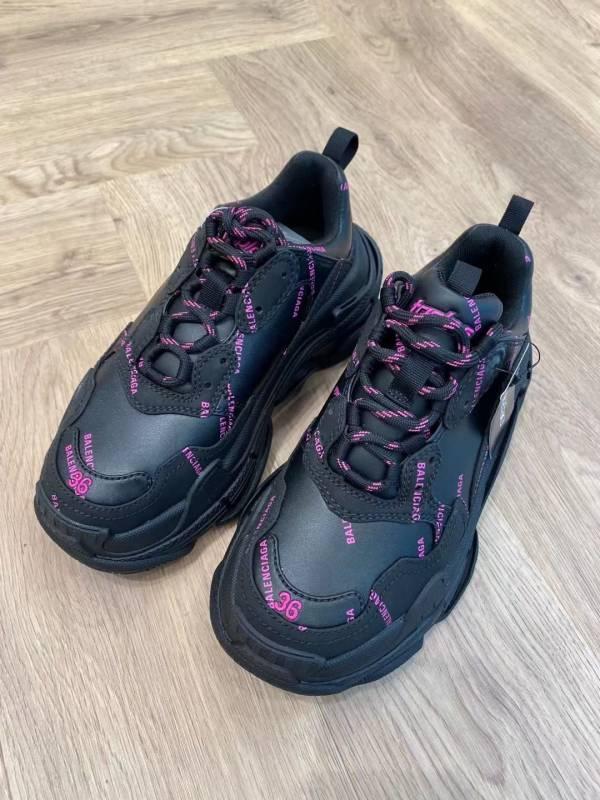 Balenciaga Triple S 女款全皮革老爹運動鞋 黑色及粉色徽標   IT 35/36/37/38/39/40/41