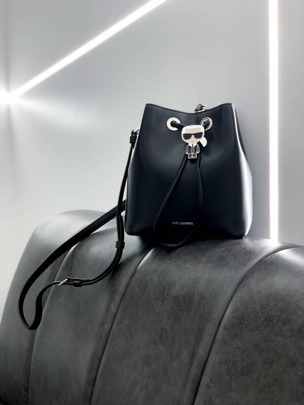 Karl Lagerfeld黑色 K/IKONIK 老佛爺牛皮水桶包