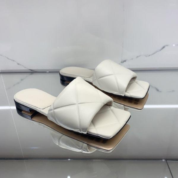 Bottega Veneta 女款 The Lido 方頭平底涼鞋    蠟白色    IT35/35.5