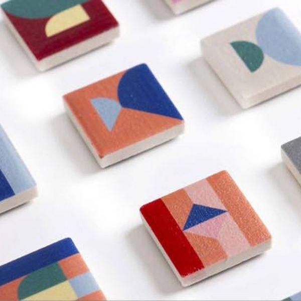 PAPIER TIGRE-瓷磚磁鐵TILE MAGNETS 磁磚,異方性軟磁鐵,英文字母,冰箱磁鐵,黑板磁鐵,留言板磁鐵,禮物,法國,聯名款,藝術,繽紛色系,幾何色塊,PAPIER TIGRE