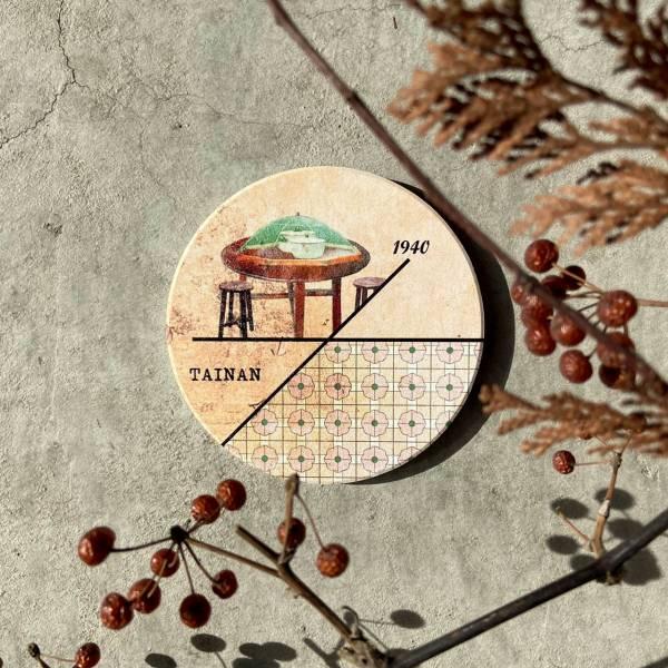 陶瓷吸水杯墊-時間軸復古餐桌椅 花磚,杯墊,原印臺南,浮雕技術,UV印刷,文創商品,台南,紀念品,辦公室小物,禮物,母親節,情人節,父親節,兒童節,生日禮物,伴手禮