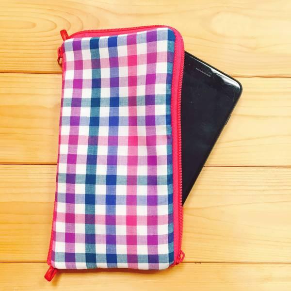 多功手機包 Plus & Max (繽紛紫格) 接單生產* 手機袋,phonebag,携帯カバー,手機包,隨身小包,手工包,包包,Purses,かばん,カバン,鞄,手作包,布包 ,handmadebag,バッグ,ポーチ,布小物,布小物雑貨