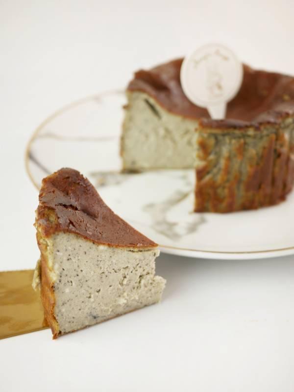 黑芝麻巴斯克乳酪蛋糕 黑芝麻巴斯克、巴斯克、乳酪蛋糕、巴斯克乳酪、起士蛋糕