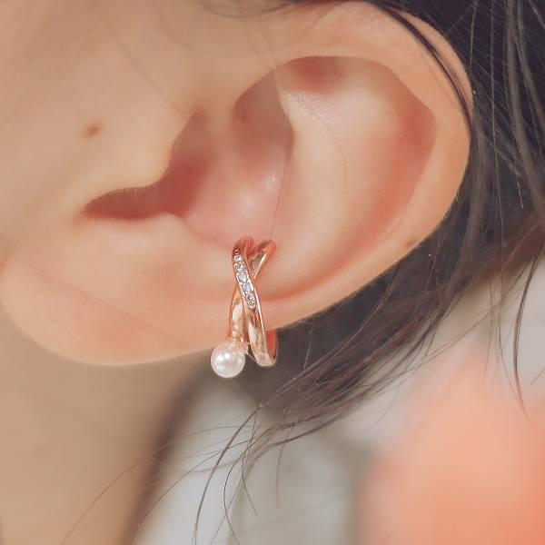 ONCE LITE | 空氣系 - 流光耳骨夾 * 三色 幾何 立體 優雅 柔美 珍珠 X型 耳骨夾 耳環 耳夾