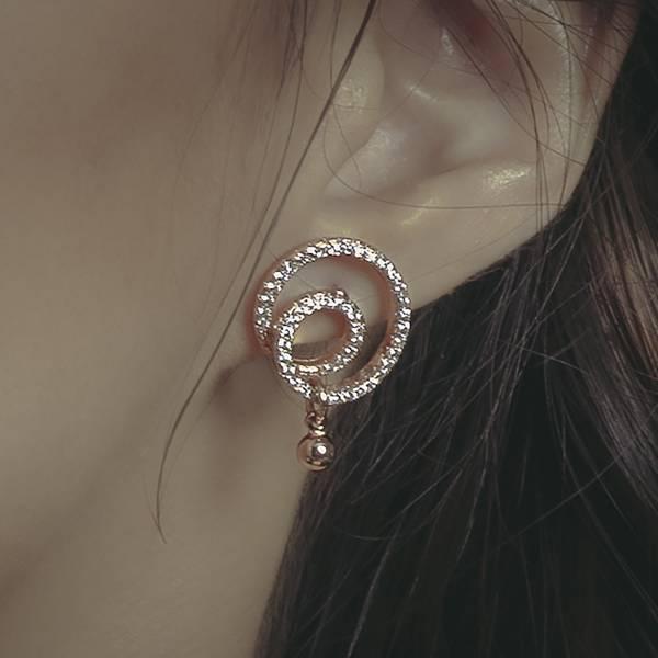ASTROLOGY | 占星學系列 - 日蝕耳環 * 兩色 不對稱耳環 不鏽鋼耳針 圈圈耳環 圓型耳環 幾何耳環 抗敏 飾品 抗過敏 抗敏 耳環 鋯石 耳環