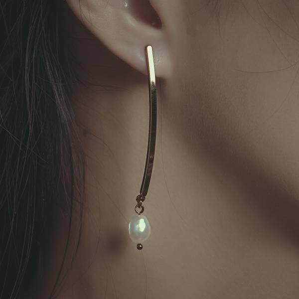 Hydromancy Series – Dark night ripples earrings * 2 colours pearl ไข่มุก 中性耳環 個性耳環 天然珍珠 耳环 耳環 個性 變形珍珠 長耳環