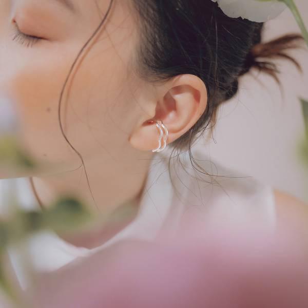 ONCE LITE | 空氣系 - 向光 W 純銀耳骨夾 幾何耳環 抗敏耳環 純銀 純銀耳骨夾 純銀飾品 耳環 耳骨夾 銀色耳環