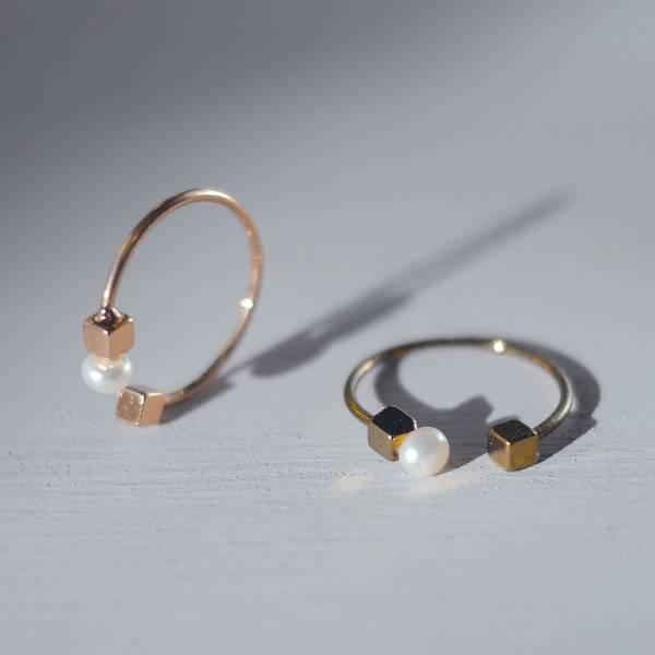 Hydromancy | 水占術系列 - 黑雨戒指 * 二色 淡水天然迷你珍珠細耳環