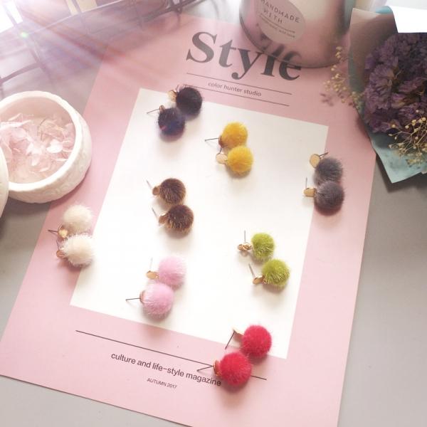 [韓國] 冬日女人必備毛球 LadyA,飾品,耳環,臧芮軒,合金耳針,個性,優雅,耳環,時髦,休閒,氣質,毛球耳環,日常必備,日常,