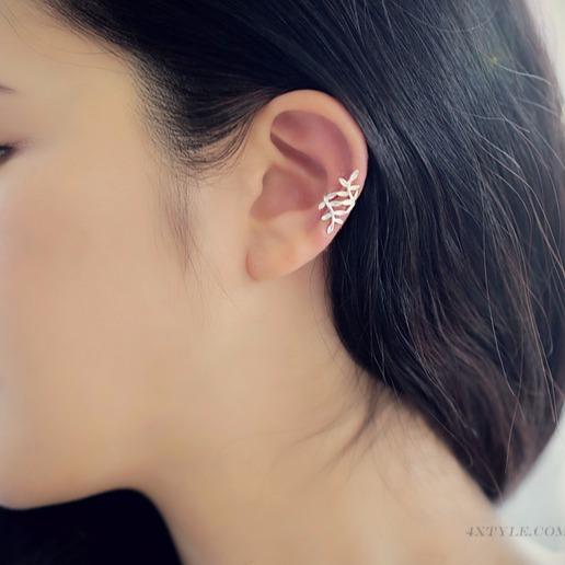 [韓國] 金鏤葉質感耳骨耳夾 LadyA,耳環,飾品,夾式耳環,可愛,優雅,時髦,休閒,韓風,抗敏,簡約,韓國,耳骨耳環,葉子耳環,葉子