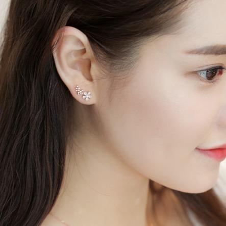[韓國] 無暇鋯石小花氣質耳環 LadyA,抗敏合金耳環,可愛,優雅,時髦,休閒,韓風,抗敏,韓國,鋯石,鑽石,水晶,貼耳耳環,花朵耳環,花,優雅花朵