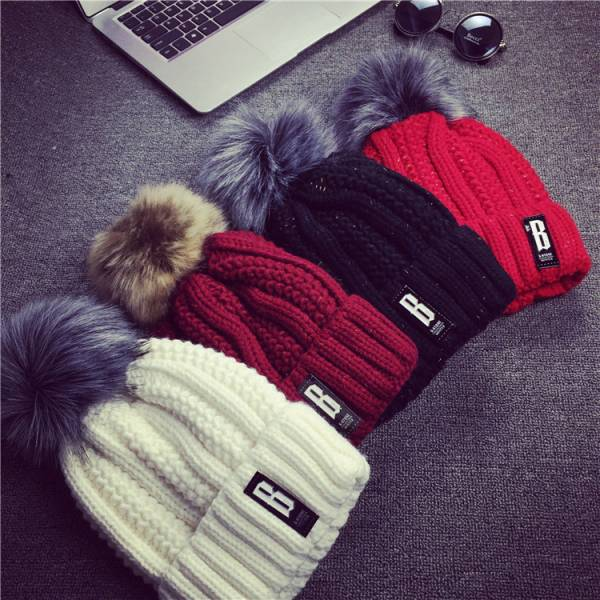 [韓國] 毛線帽子女冬天韓國護耳大毛球球鐵片字母貼標加厚彩點雜線針織帽