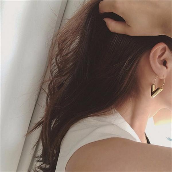 歐美潮流雜誌同款造型V耳環 飾品,耳環,v字耳環,V耳環,LadyA,性感,大方,辣,個性,優雅,耳環,時髦,休閒,韓風,低敏,簡約,合金耳環,歐美風耳環,金屬耳環,垂墜耳環
