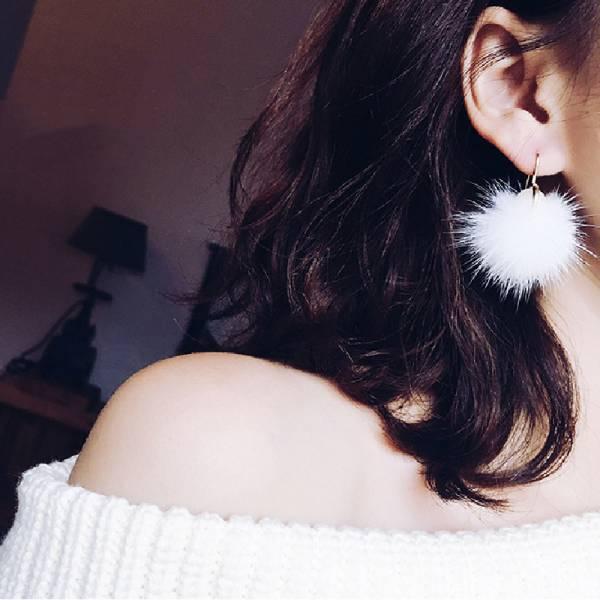 珍珠毛球短款氣質耳環 LadyA,飾品,耳環,珍珠耳環,毛球耳環,個性,優雅,耳環,時髦,休閒,氣質,合金耳針,垂墜耳環,日常必備,日常,