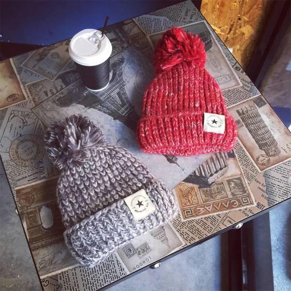 [韓國] 秋冬新款加絨加厚大毛球五角星貼標捲邊毛線帽男女套頭保暖潮帽子