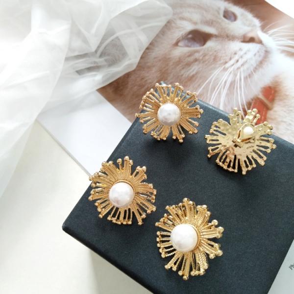 珍珠貼耳花耳環