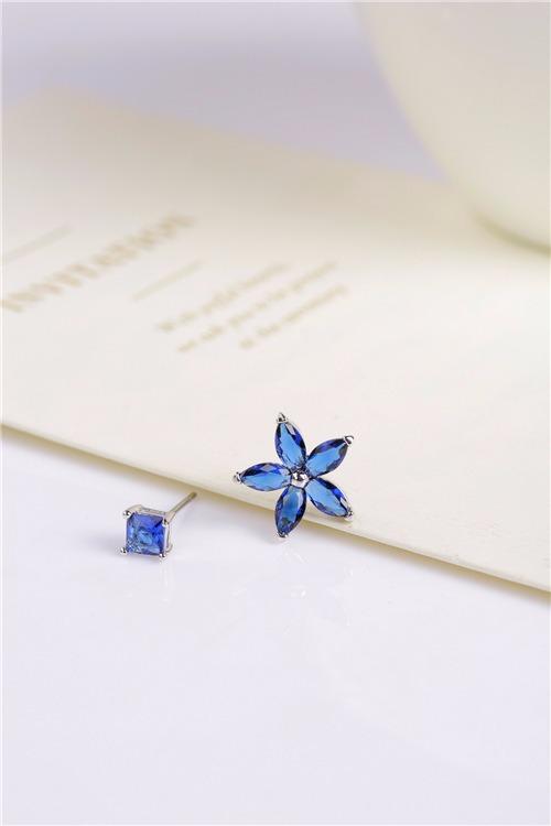 一朵藍鑽小花耳針 LadyA,飾品,耳環,抗敏合金耳環,可愛,優雅,時髦,休閒,韓風,抗敏,韓國,花朵耳環,花耳環,藍鑽耳環,貼耳耳環