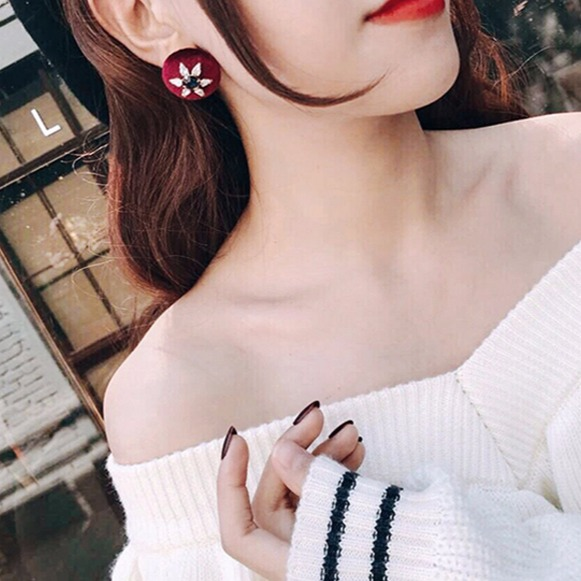 [韓國] 海洋星之傳說絲絨耳環 LadyA,飾品,耳環,海洋星,絲絨耳環,個性,優雅,耳環,時髦,休閒,韓風,貼耳耳環,圓耳環,日常必備,日常,可愛,